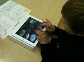 """Savaitė su """"iPad"""" Kuršėnų Pavenčių mokykloje"""