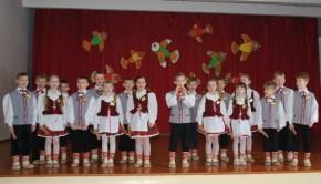 Lietuvių liaudies dainų skrynią atvėrus (1)